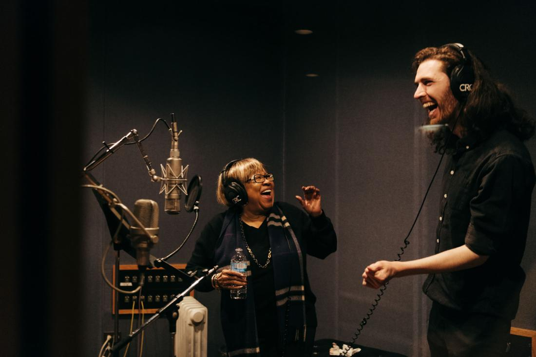 Hozier and Mavis Staples web size Photo02 Universal Music